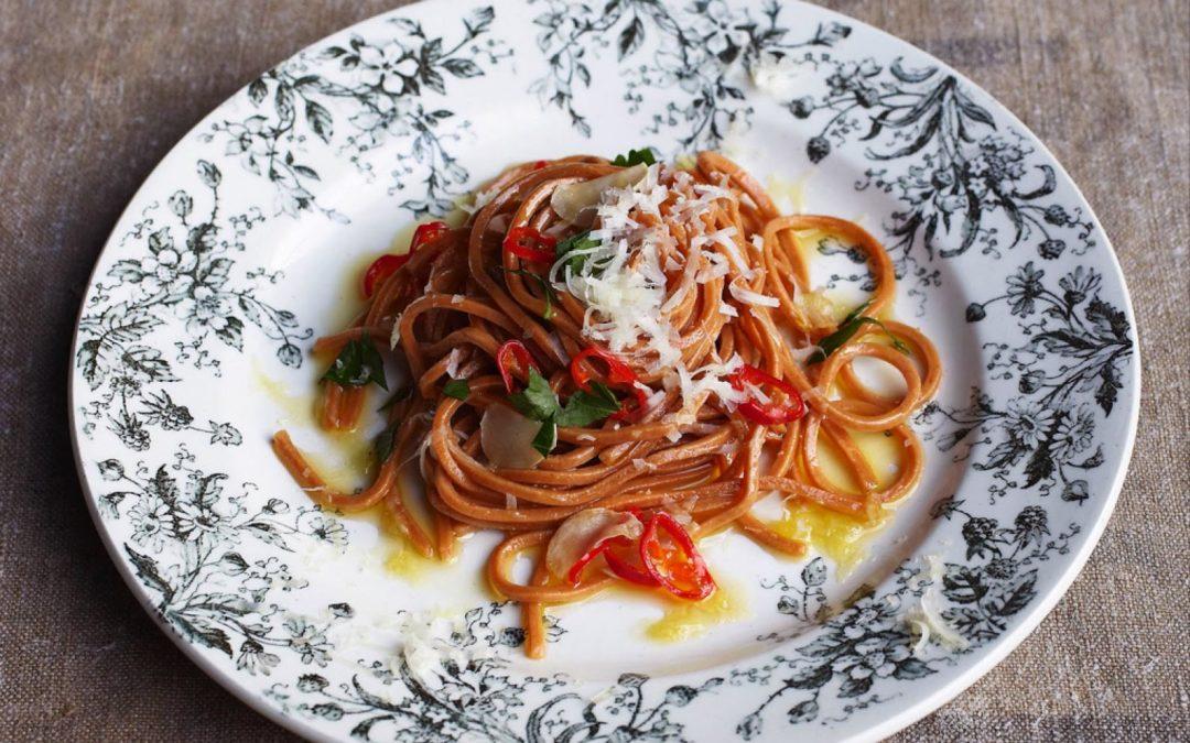 Spaghetti al peperoncino con aglio, olio e prezzemolo