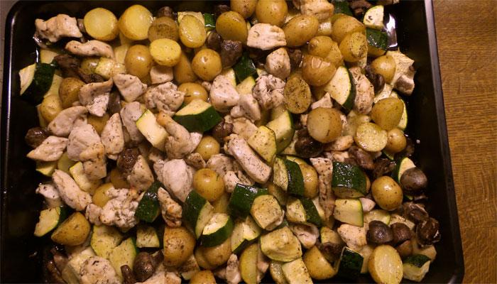 Kip met courgette & aardappel uit de oven