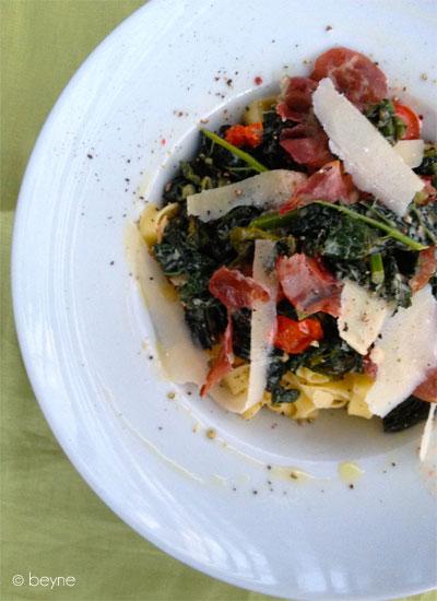 Pasta met cavolo nero, coppa & tomaat