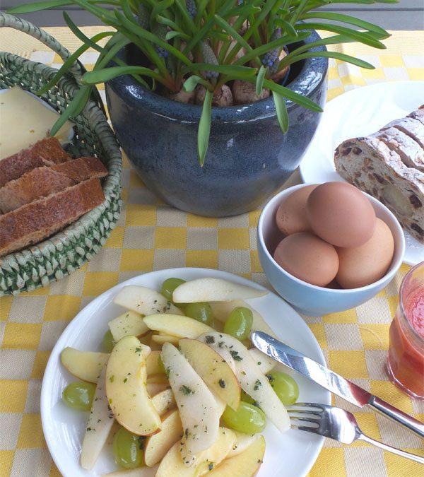 Frisse fruitsalade met muntsiroop