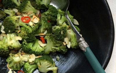 Pittige broccoli met geroosterde amandelen